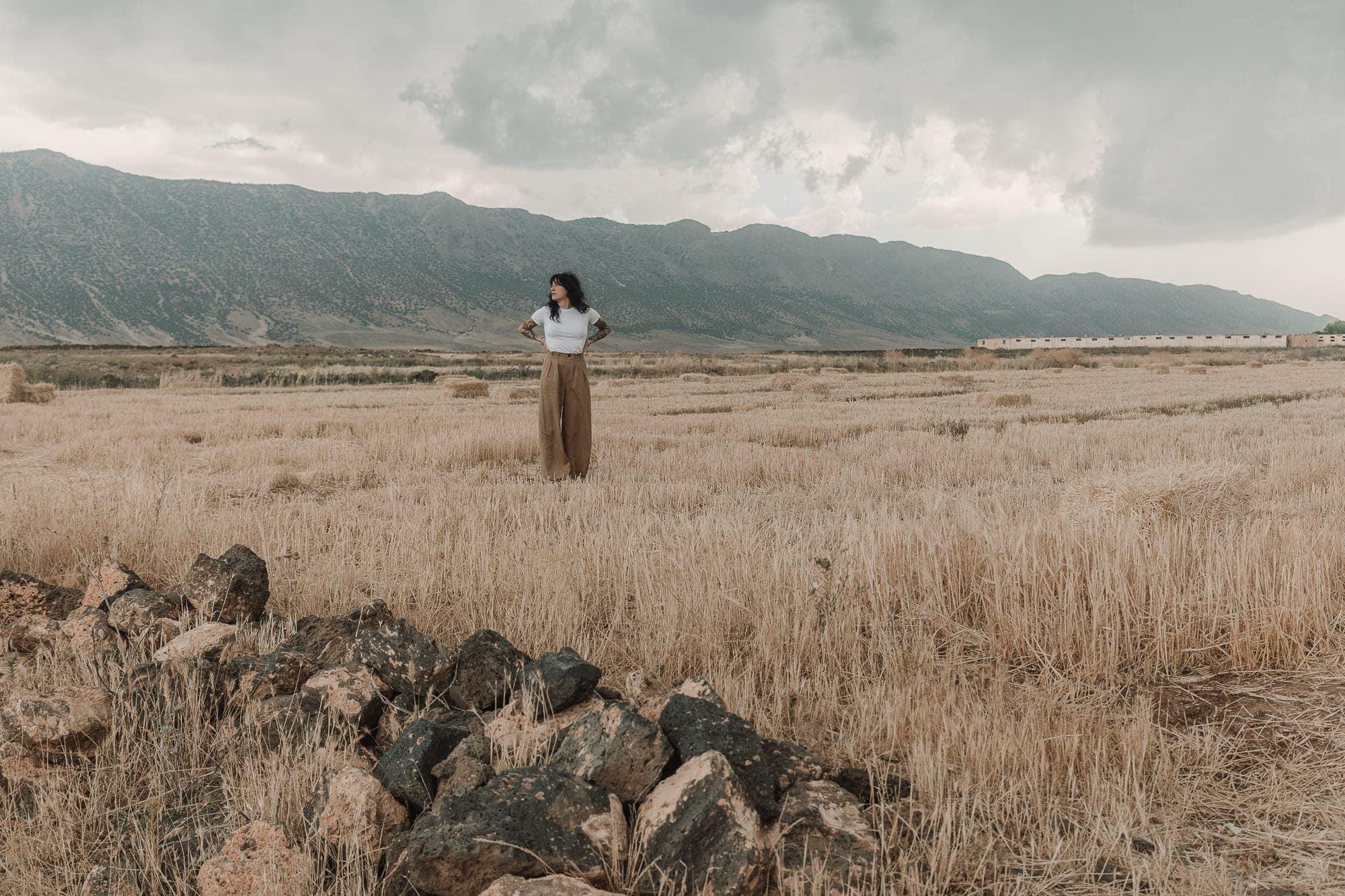 moroccan-woman-field